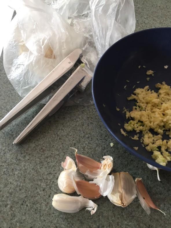 101217 minced garlic and press